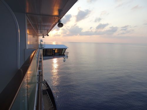 cruise sea ship