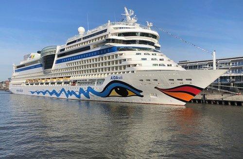 cruise  ship  navy