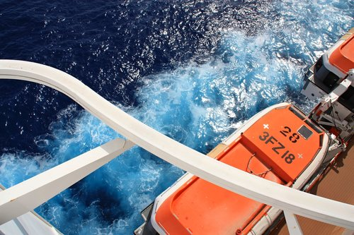 cruise  ship  sea