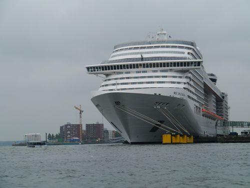 cruise ship amsterdam port