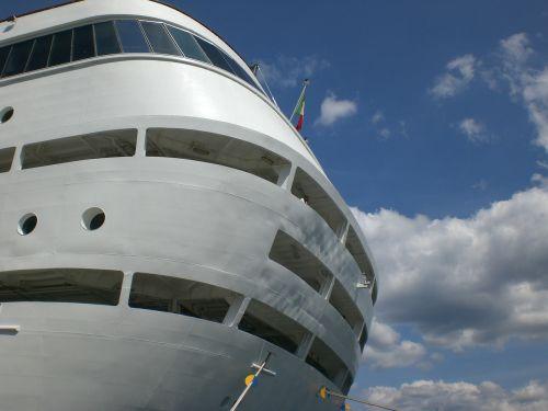 cruise ship cruise cruiser