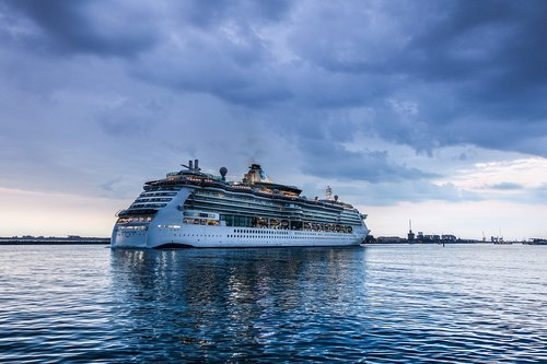 cruise ship  serenade-of-the-seas  ozeanriese