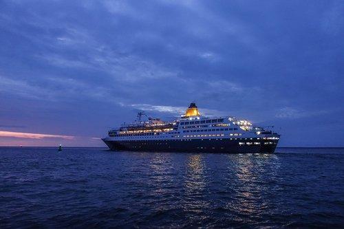 cruise ship  saga sapphire  sea