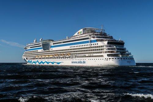 cruise ship  aidadiva  human