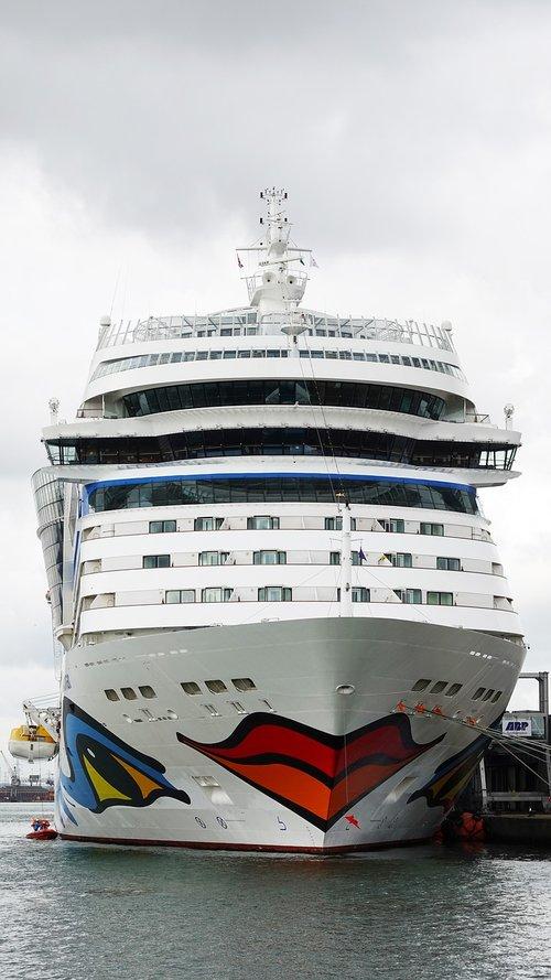 cruise ship  cruise  southampton