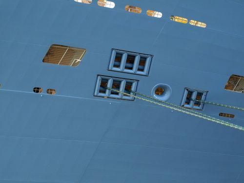 cruise ship ver formation anchoring