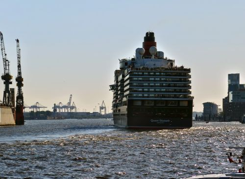 cruise ship queen elisabeth ship