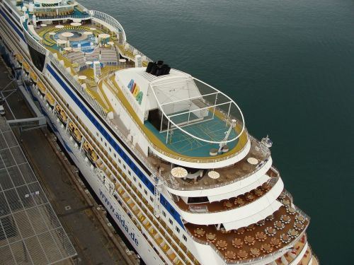 cruiser travel ship