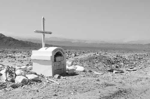 cruz death cemetery