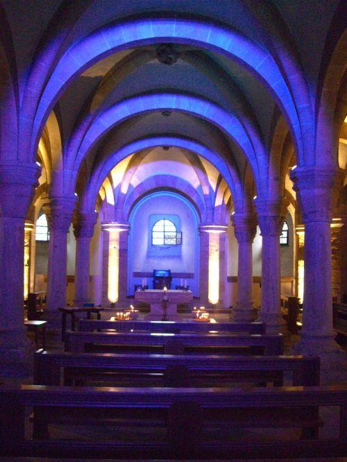 crypt illumination dom