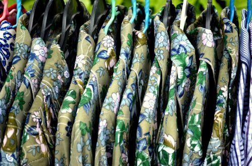 objektai, apranga, marškinėliai, marškiniai, drabužiai, pakabos, dizainas, modeliai, apranga