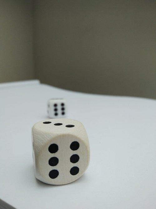 cube  gambling  gamble