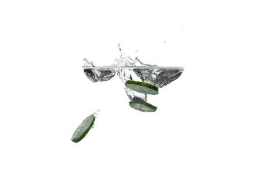 agurkas,daržovės,valgyti,maistas,mityba,vanduo,švirkšti,panardinimas,daržovės vandenyje
