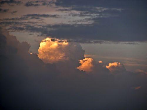 cumulus nimbus cumulus sky
