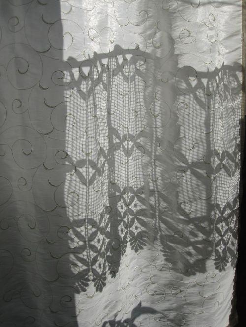 curtain sweating shadow