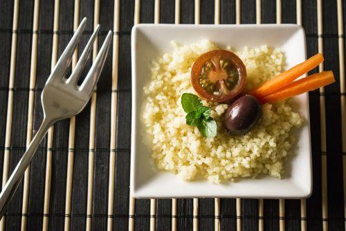cuscus tomato olive