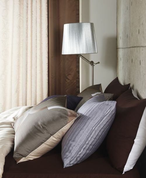cushion bedding stand