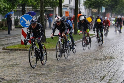 cycling races rain wheel