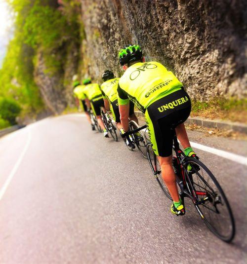 cyclists unquera team