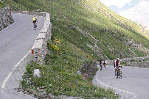 cyclists mountain serpentine