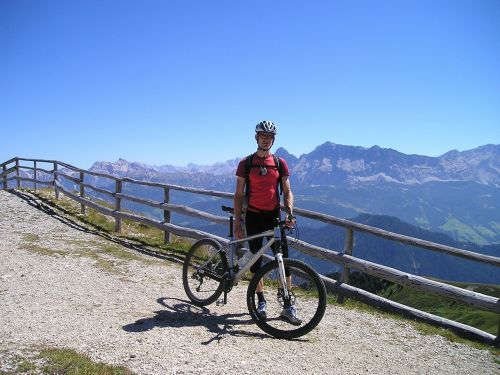 cyclists mountain bikers mtb