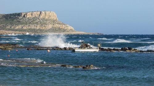 Kipras,cavo greko,uolos pakrantė,bangos,vėjuota,jūra,pakrantė