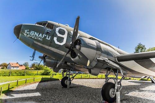 d-day  plane  c-47
