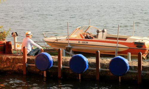 old lake idyll speed boat