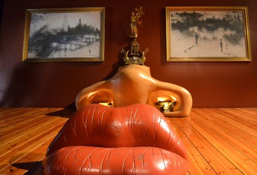 dali museum figueras mouth