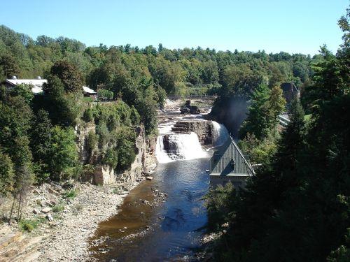 dam natural water reservoir