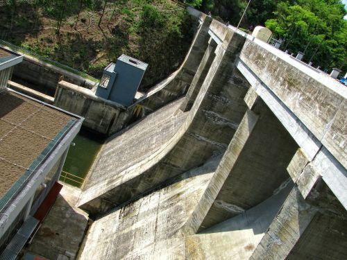 dam concrete reservoir