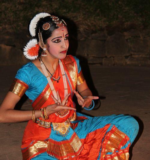 dancer frauf tradition