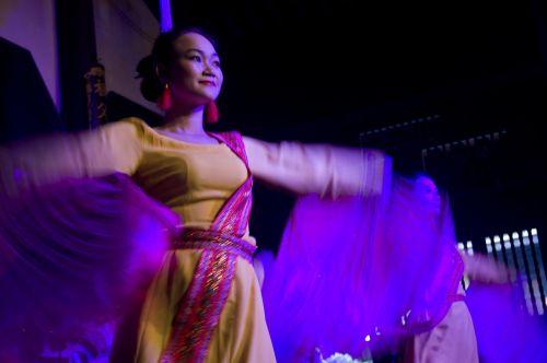 dancers fan hoian