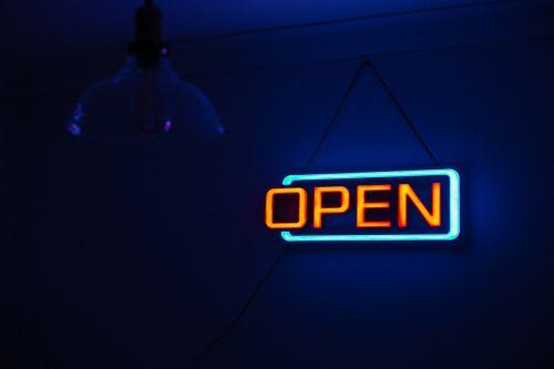 tamsi,šviesa,neonas,neoninis ženklas,atviras,ženklas