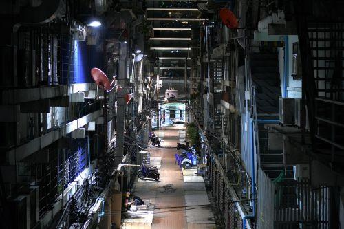 dark back alley