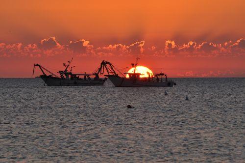 dawn fishing vessels sea