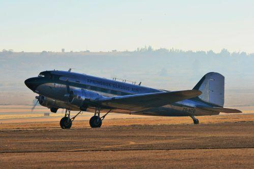 Dc-3 Dakota At Air Show