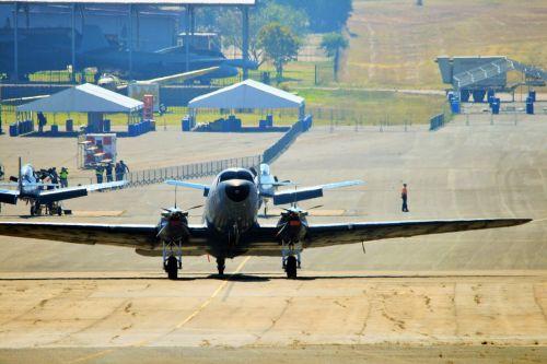 Dc-3 Dakota Taxiing