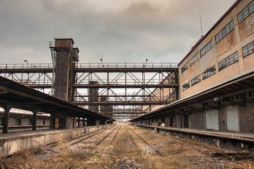 debris  train  building
