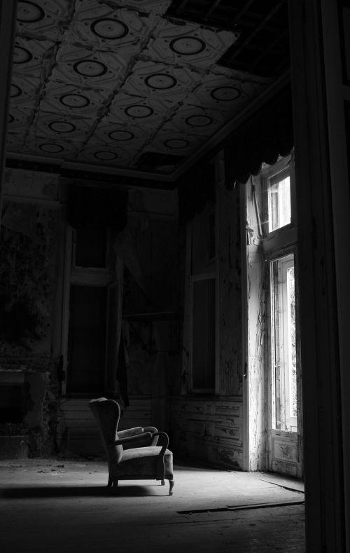 decline antique decay