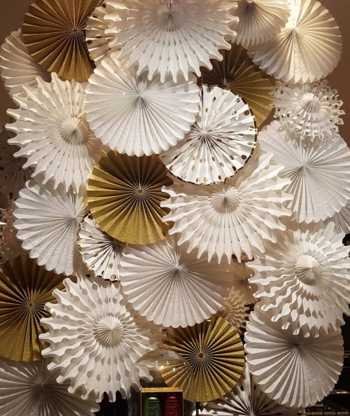 decoration rosettes paper