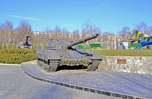 defender of the fatherland  tank  monument