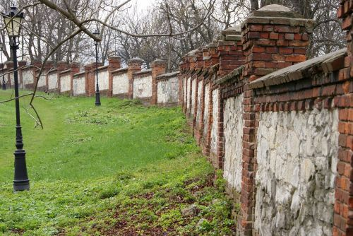 defensive wall chalk brick