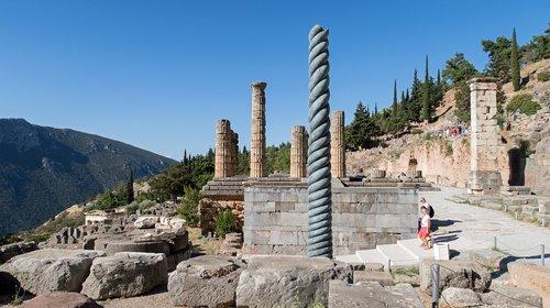 delfi  excavations  pillars