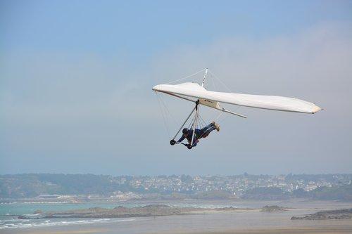 delta-plane  free flight  blue sky