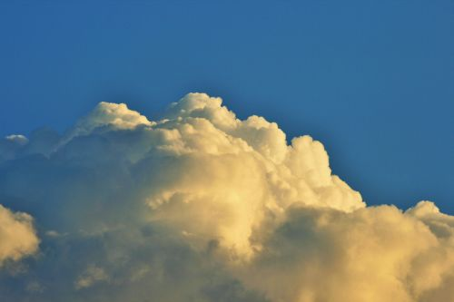 Dense Cloud With Tints