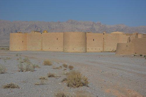desert  caravanserai  heiss