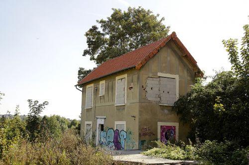 deserted building graffiti