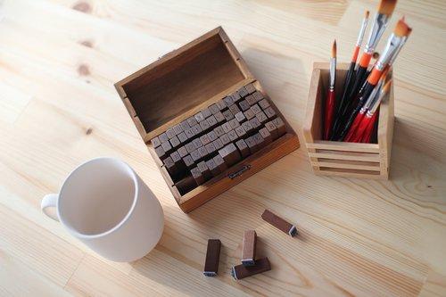 desk  seal  pencil arrangement