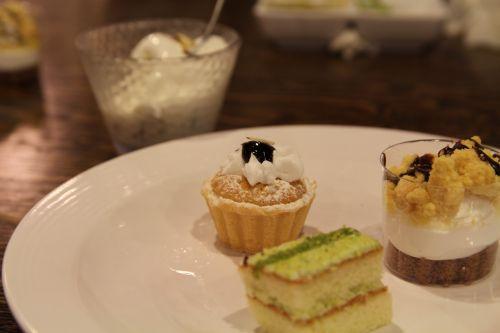 dessert cake food